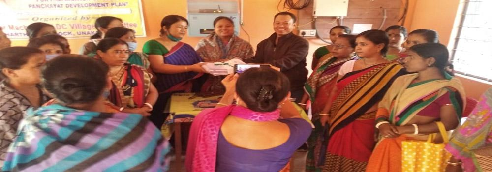 Village Poverty Reduction Plans (VPRP) by different SHG federations of TRLM being submitted to the Panchayats for inclusion in G